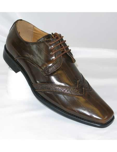 Two toned lace up wingtip chocolate brown spectator shoe with twist